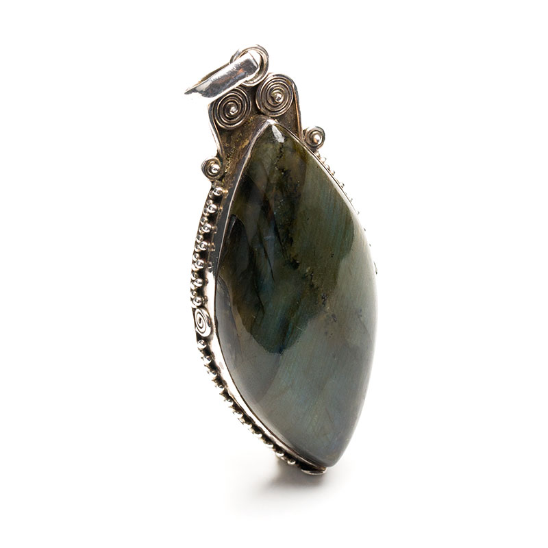 labradorite gemstone pendant crafted in silver